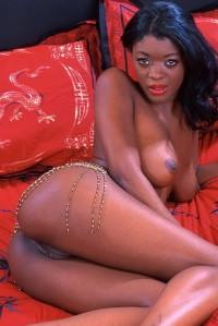 Nude ebony babe
